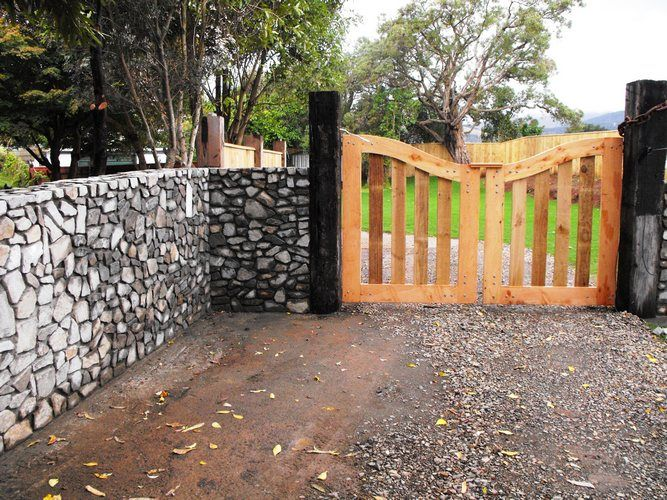 Stone wall gallery for Landscaping rocks wellington